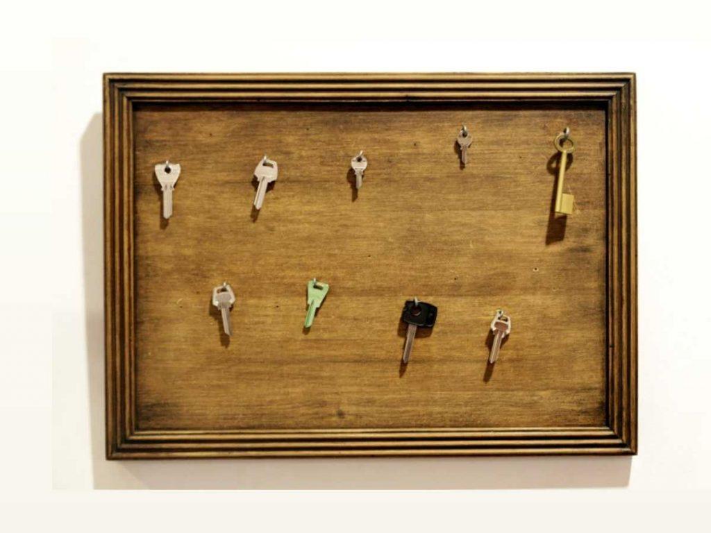 reuse old frame as a keyholder